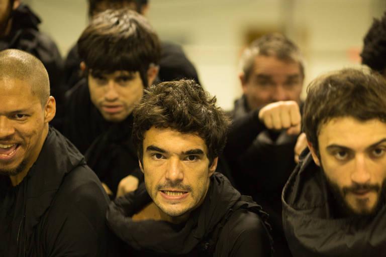 Caio Blat interpreta o jagunço Riobaldo em adaptação teatral de 'Grande Sertão: Veredas'