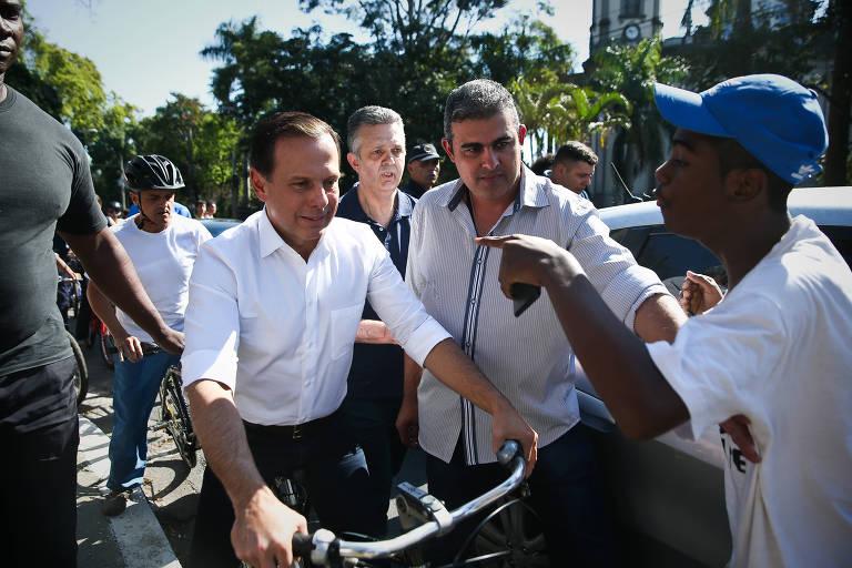 Doria � alvo de protesto em inaugura��o de ciclofaixa