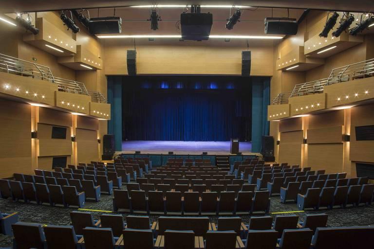 Com ótima acústica, o Teatro Porto Seguro desaponta na regulagem sonora