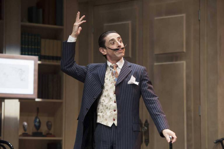 O ator Cassio Scapin vive Salvador Dalí na peça 'Histeria'