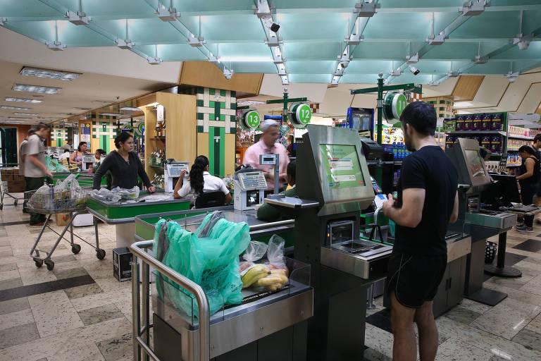 Caixas de autoatendimento em supermercados