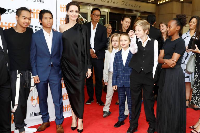 Angelina Jolie com os filhos no tapete vermelho do Festival de Toronto