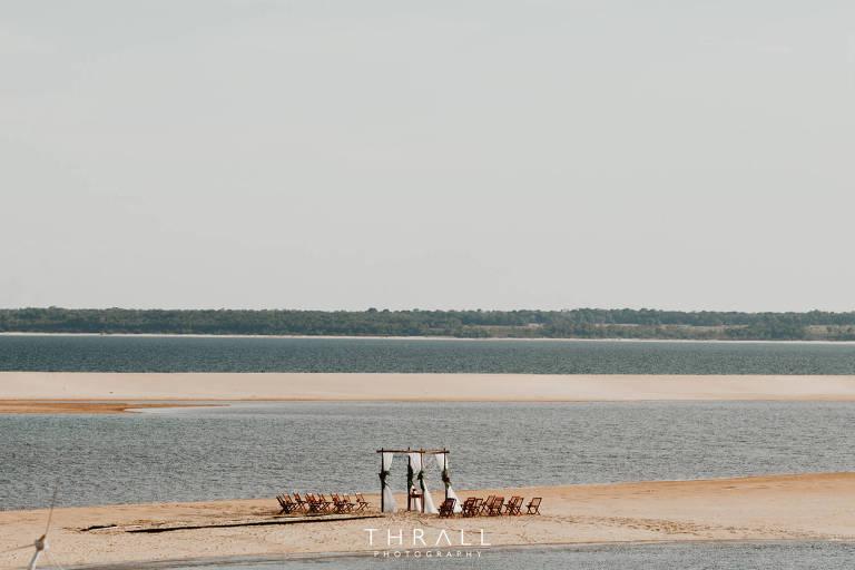 Ponta de areia onde foi realizada a cerimônia de casamento no rio Arapiuns