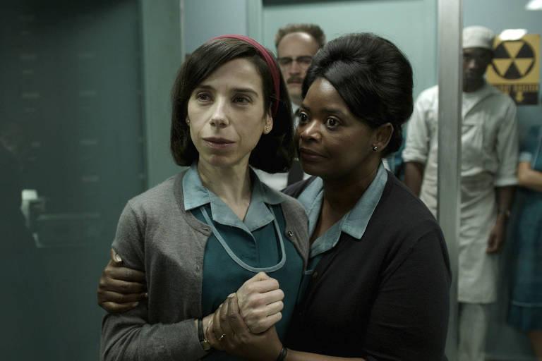As atrizes Sally Hawkins (Elisa) e Octavia Spencer (Zelda) em cena de 'The Shape of Water