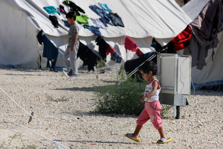 Crian�as que fugiram da guerra na S�ria em um campo de refugiadas no Chipre