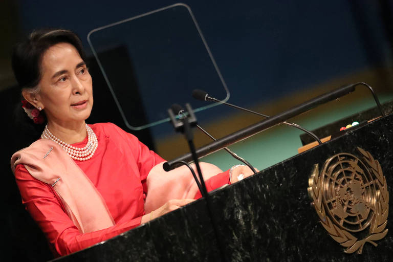 Myanmar's Minister of Foreign Affairs Aung San Suu Kyi addresses the 71st United Nations General Assembly in Manhattan, New York, U.S. September 21, 2016. REUTERS/Carlo Allegri/File Photo