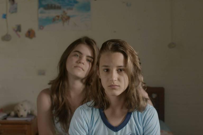 Isabela Torres e Priscila Bittencourt em cena do filme 'As Duas Irenes