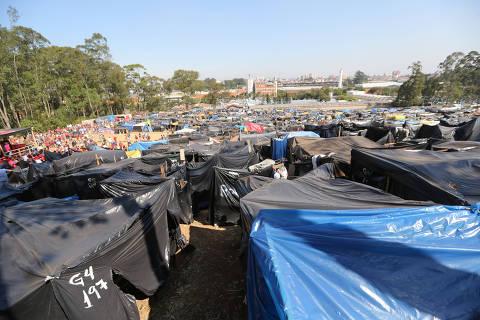 SAO BERNARDO DO CAMPO, SP, 13/09/2017, BRASIL, 13/09/2017 - MEGA OCUPACAO EM SAO BERNARDO DO CAMPO  -15:23:19 - Cerca de 6.500 familias ocuparam o terreno de 70 mil m2, em terreno da MZM, no Bairro Assuncao, em Sao Bernardo do Campo. A ocupacao comecou em 2 de setembro e e organizada pelo MTST. (Rivaldo Gomes/Folhapress, NAS RUAS) - ***EXCLUSIVO AGORA*** EMBARGADA PARA VEICULOS ONLINE***UOL, FOLHAPRESS E FOLHA.COM CONSULTAR FOTOGRAFIA DO AGORA***FONES 32242169 E 32243342***