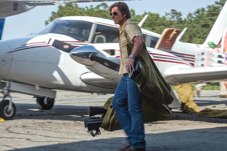 Com Tom Cruise, longa retrata a vida de ex-piloto do cartel de Medellín