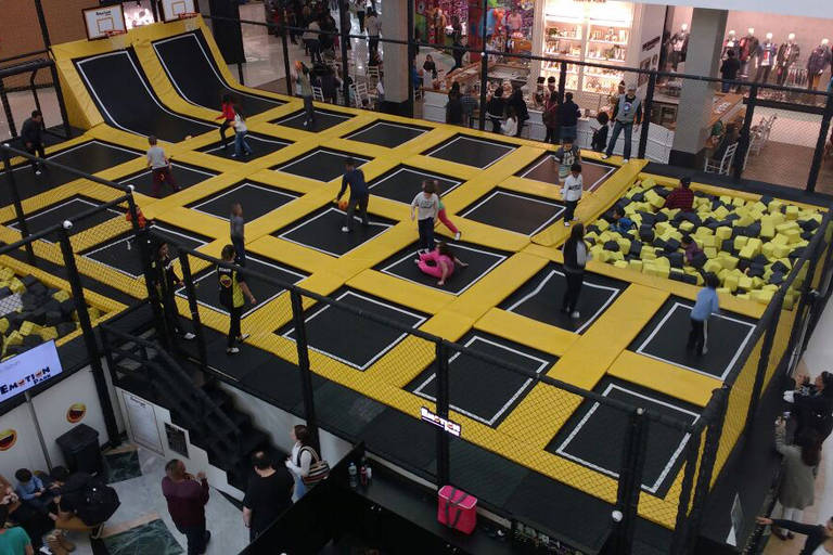 Parque de trampolins do Santana Parque Shopping