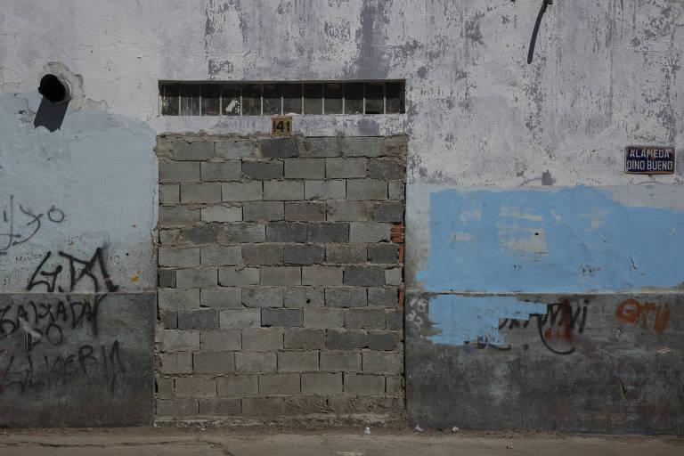 Em São Paulo, muros proliferam com o aumento do crime e da desigualdade social
