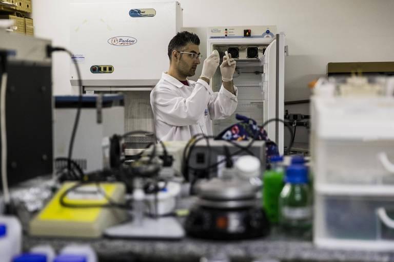 Laboratório na UFRJ; universidade ficou em primeiro no RUF (Ranking Universitário Folha) pelo segundo ano consecutivo