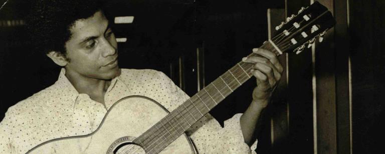 paulinho da viola tocando violão – Folhapress