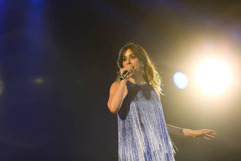 A cantora Roberta Sá se apresenta no Baretto nesta quarta