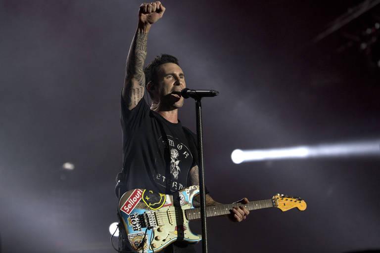 Adam Levine, vocalista do Maroon 5, durante show da banda no Rock in Rio 2017