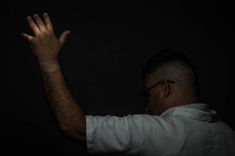 Violência contra professores: professor agredido com cadeira
