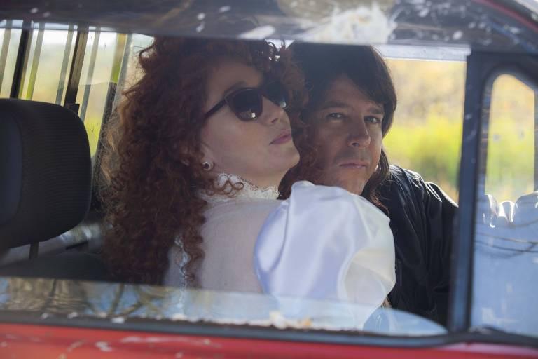 Camila Morgado e Murilo Ben�cio em cena de casamento do filme 'Div�rcio
