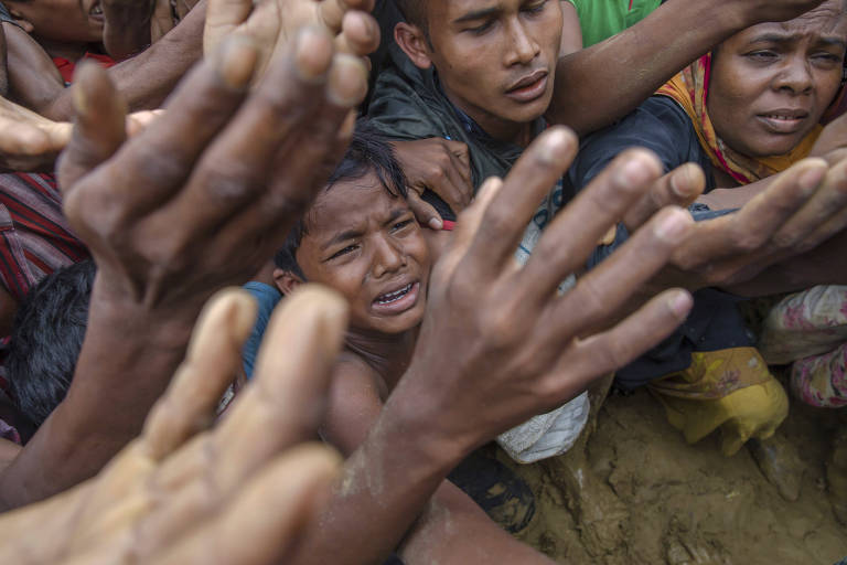 Rohingyas fogem de violência
