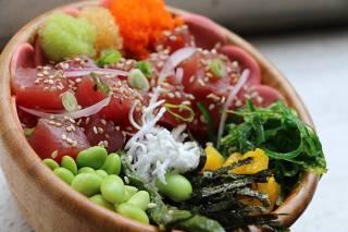 Poke Haüs tem pratos saborosos e drinques autorais; vejaavaliação dos críticos