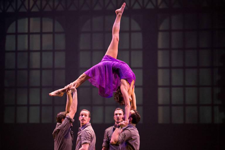 Espetáculo 'Cirkopolis', do grupo canadense Cirque Eloize