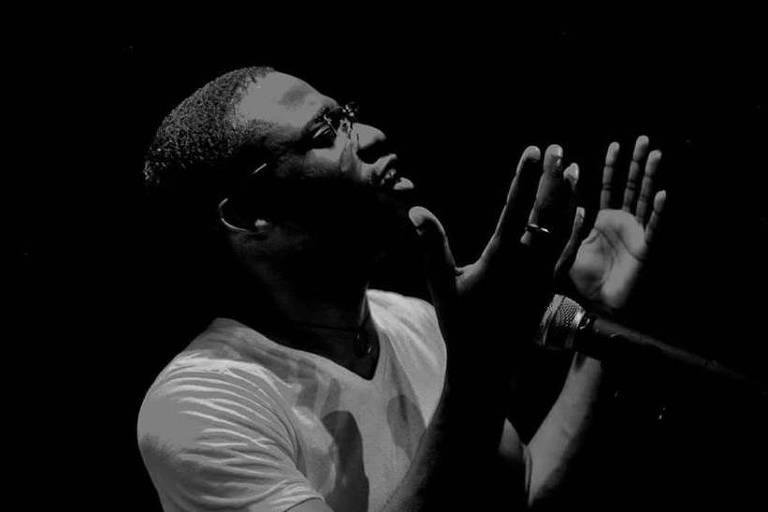 O dan�arino e poeta angolano Erme Panzo