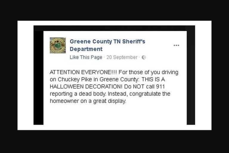 'Se passar por Chuckey Pike em Green County: Isso é uma decoração de Halloween. Não chame 911. Em vez disso, parabenize o dono da casa pela decoração', escreveu a polícia no Facebook