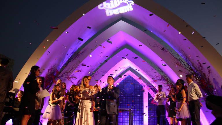 Em uma capela montada pela Chilli Beans, sete casais selecionados trocarão seus votos durante o Rock In Rio