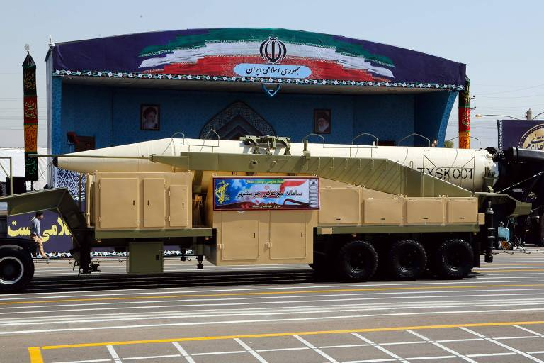 The new Iranian long range missile Khoramshahr is displayed during the annual military parade marking the anniversary of the outbreak of its devastating 1980-1988 war with Saddam Hussein's Iraq, on September 22,2017 in Tehran, President Hassan Rouhani vowed that Iran would boost its ballistic missile capabilities despite criticism from the United States and also France. / AFP PHOTO / str ORG XMIT: IRN02