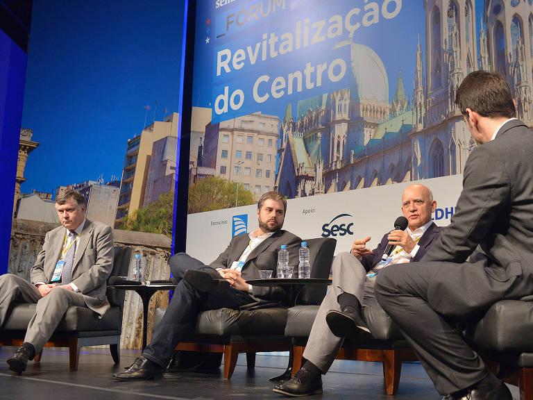 Mesa-redonda debate insegurança no seminário Revitalização do Centro – Reinaldo Canato/Folhapress