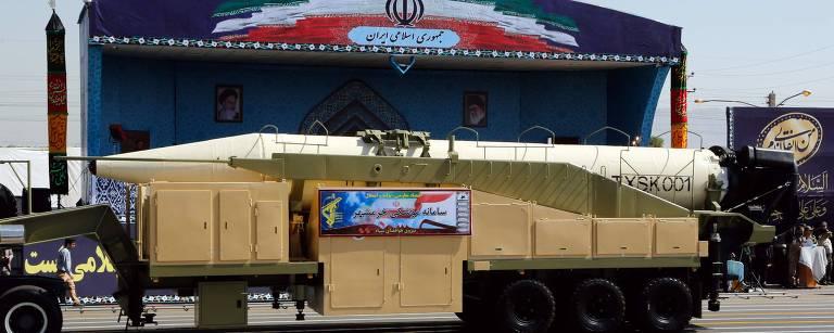 Khoramshahr, novo míssil de longo alcance do Irã, é apresentado em parada militar – AFP