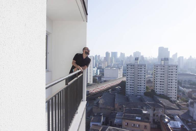 SAO PAULO - SP - 18.11.2015 - A eNext, dos irmãos Dante Gabriel, oferece serviços e tecnologia para lojas virtuais. Pela internet, encontraram representantes comerciais nos EUA para oferecer os serviços da empresa naquele mercado.. (Foto: Danilo Verpa/Folhapress, TREINAMENTO)