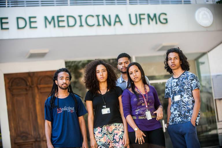 Estudantes negros do curso de medicina da UFMG em 2017, quando foram constatadas fraudes no processo seletivo por cotas