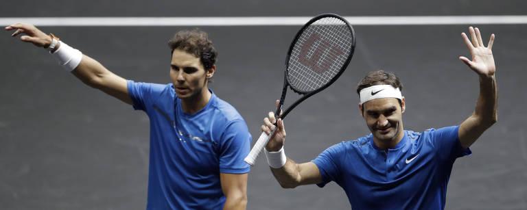 O espanhol Rafael Nadal e o suíço Roger Federer, em partida de duplas válida pela Laver Cup – Petr David Josek/Associated Press
