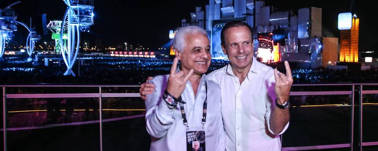 O prefeito de São Paulo João Doria encontra o idealizador do festival Roberto Medina na área vip do Rock in Rio, realizado no Parque Olímpico na Barra da Tijuca – Zanone Fraissat/Folhapress