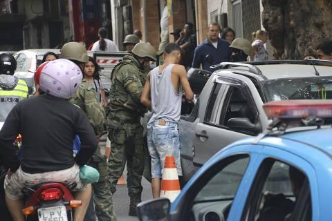 Com apoio de governador, Temer desembarca no Rio para iniciar intervenção