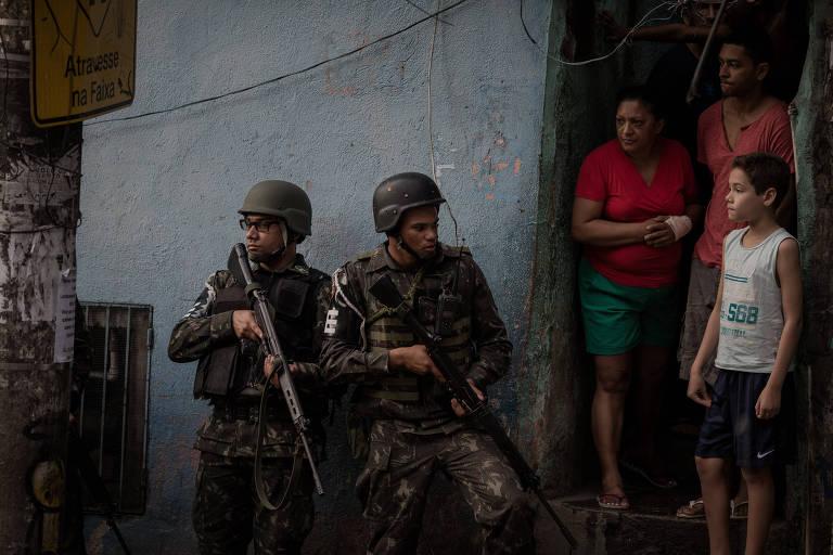 Tropas das Forcas Armadas faz inervencao na favela da Rocinha, zona sul do Rio de Janeiro – Eduardo Anizelli/Folhapress