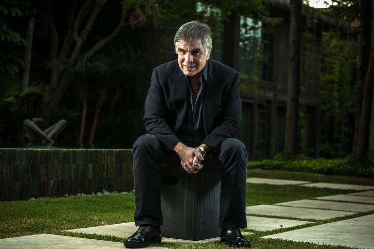 Retrato do proprietário da Riachuelo, Flavio Rocha, em sua casa no Jardim Europa