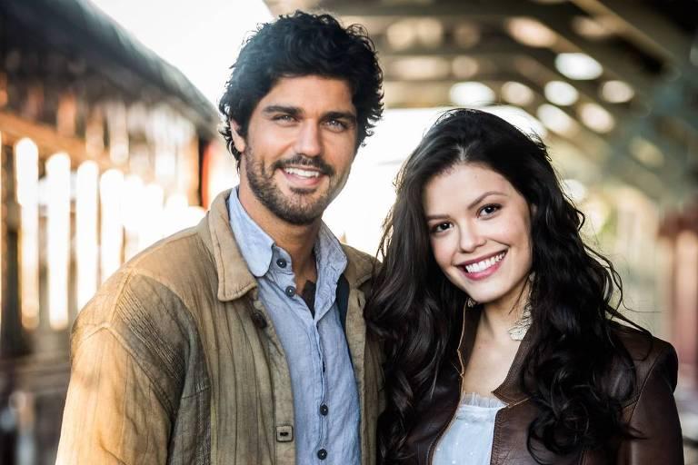 """Bruno Cabrerizo e Vitória Strada formam o casal protagonista da novela """"Tempo de Amar"""""""