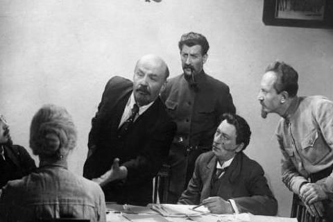 """Filme """"Lênin em Outubro"""" de 1937"""