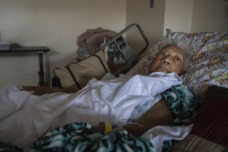 Maria Martinez Espada, 83, a patient who broker her hip during Hurricane Maria, in her room at Hospital El Maestro, which has been on emergency generator power since Hurricane Maria, in San Juan, Puerto Rico, Sept. 26, 2017. Medics at Hospital del Maestro haven?t been able to operate on her because of a shortage of medical supplies. (Victor J. Blue/The New York Times) ORG XMIT: XNYT136