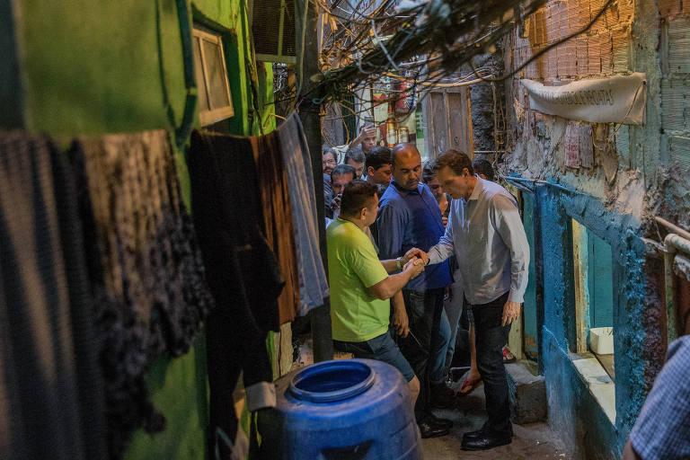 Crivella é cobrado por moradores da Rocinha