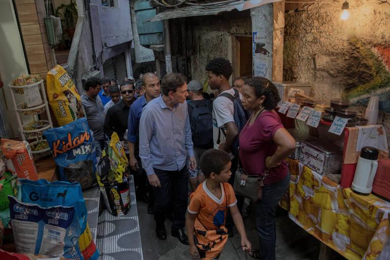 Crivella � cobrado por moradores da Rocinha