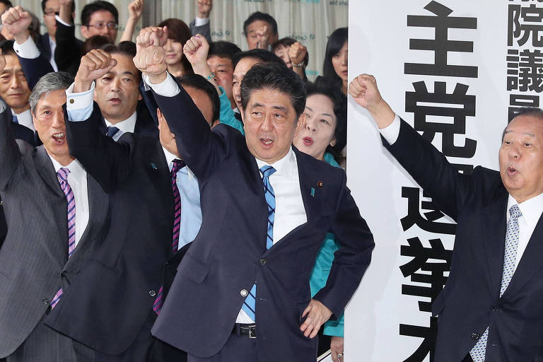 Japanese Prime Minister Shinzo Abe, center, cheers with the lawmakers of the ruling Liberal Democratic Party, at the launch of the party's election headquarters in Tokyo, Thursday, Sept 28, 2017. A surge of popularity for a freshly minted opposition party in Japan is making Prime Minister Abe?s decision to call a snap election look riskier than initially thought. Abe dissolved the lower house of parliament Thursday, setting the stage for an Oct. 22 vote. (Takuya Inaba/Kyodo News via AP) ORG XMIT: TKSK801