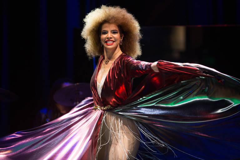 A cantora Vanessa da Mata lança DVD em show no Tom Brasil