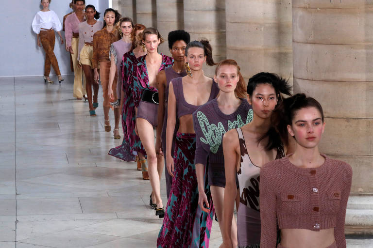 Models present creations by Belgian designer Veronique Leroy as part of her  Spring Summer 2018 f2001661638
