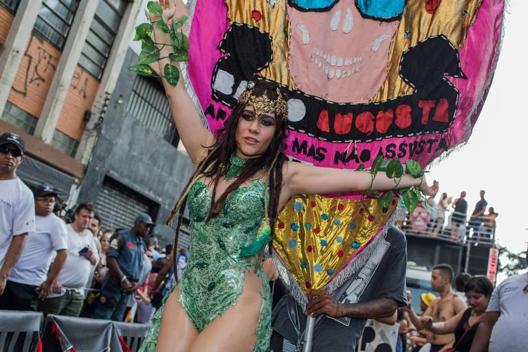 A atriz Alessandra Negrini, durante bloco Acadêmicos do Baixo Augusta, no Carnaval de 2017