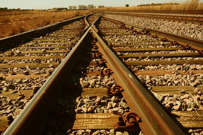 Falta de vias que levem grãos aos trilhos desperdiça metade da capacidade do país