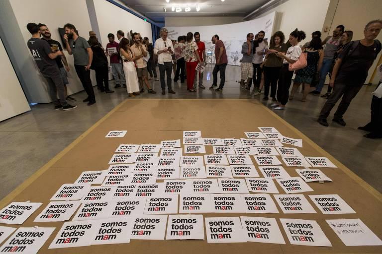 SAO PAULO - SP - BRASIL, 01-10-2017, 16h00: PERFORMANCE NO MAM. Protesto apos os episodios de violencia que aconteceram no Museu de Arte Moderna. Grupos conservadors protestaram contra o fato de que, no museu, uma crianca interagiu com um artista pelado durante uma performance.  (Foto: Adriano Vizoni/Folhapress, ILUSTRADA) ***EXCLUSIVO FSP***