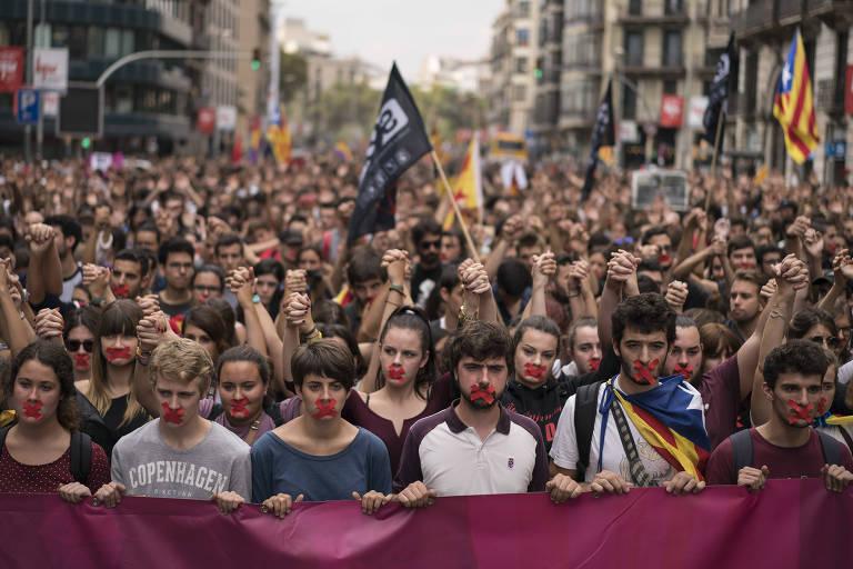 Protesto contra a violência policial no centro de Barcelona