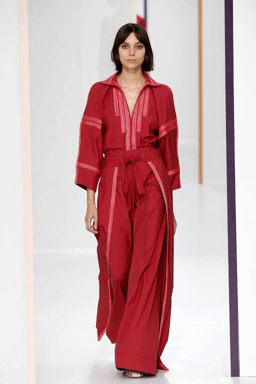 Estilista da Hermès defende elegância clássica e legado da grife ... 775dc97731